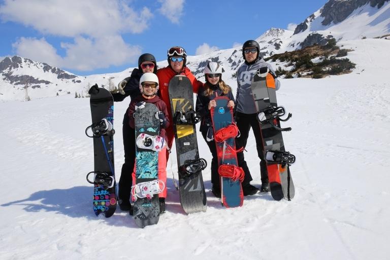 Gruppe von Snowboardern
